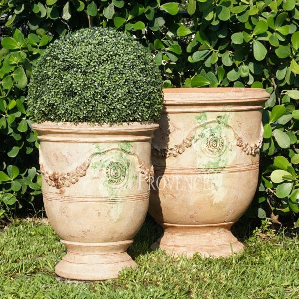 These original vase d'Anduze garden planters originate from the south of France and have an antiqued natural finish and hints of warm earth tones