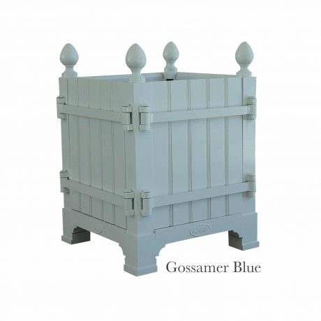 Authentic Provence Caisse de Versailles is composed of an aluminum frame with teak wood panels are durable and weather resistant. Paint: Gossamer Blue