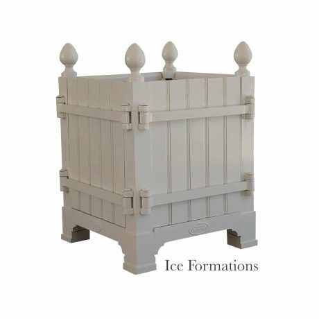 Authentic Provence Caisse de Versailles is composed of an aluminum frame with teak wood panels are durable and weather resistant. Paint: Ice Formations