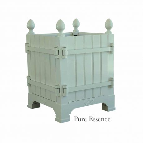 Authentic Provence Caisse de Versailles is composed of an aluminum frame with teak wood panels are durable and weather resistant. Paint: Pure Essence