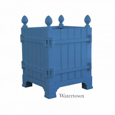 Authentic Provence Caisse de Versailles is composed of an aluminum frame with teak wood panels are durable and weather resistant. Paint: Watertown