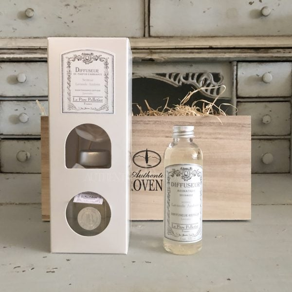 Exceptional gift box with lavender amber scent features a small 100mL room diffuser and small 100mLLavande Ambrée refill diffuser.